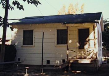 Single cabin at B&W Marina