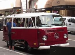 San Francisco Love Tours use VW microbuses